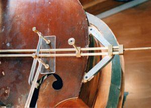 violin-repairs--tool-on-violin